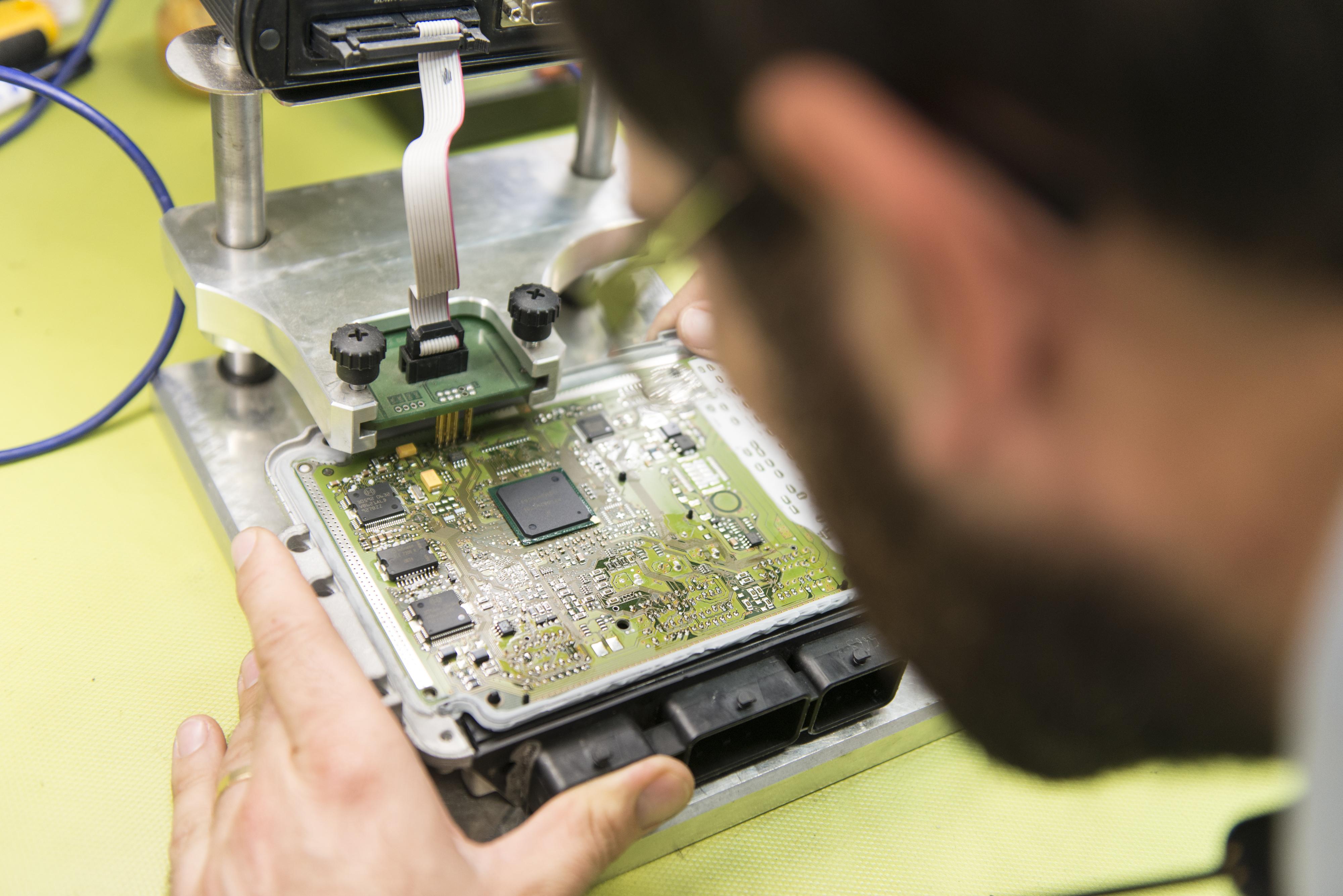 Electronic control unit ecu repair best electronics 2017 for Mercedes benz ecu repair